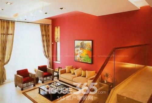 房屋客厅装修效果图:复式客厅设计,混搭格调,红色背景墙是亮点.