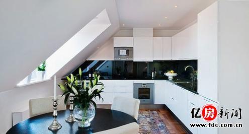 巧思化解斜面阁楼空间 118平复式楼演绎欧式黑白混搭