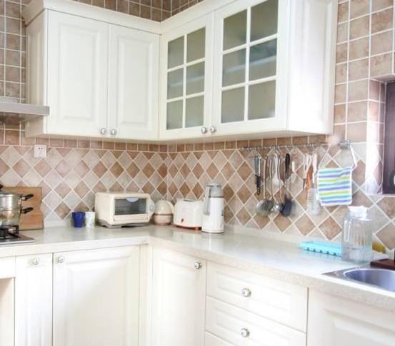 厨房瓷砖装修效果图大全2012图片 方块拼接的欧式风情
